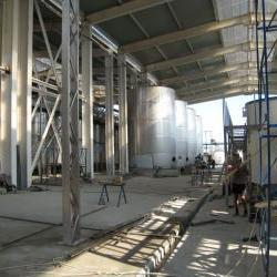 Монтаж больших емкостей из нержавеющей стали и другого емкостного оборудования
