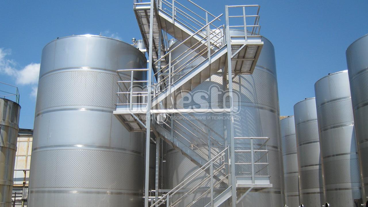 Лестница из нержавеющей стали для предприятия
